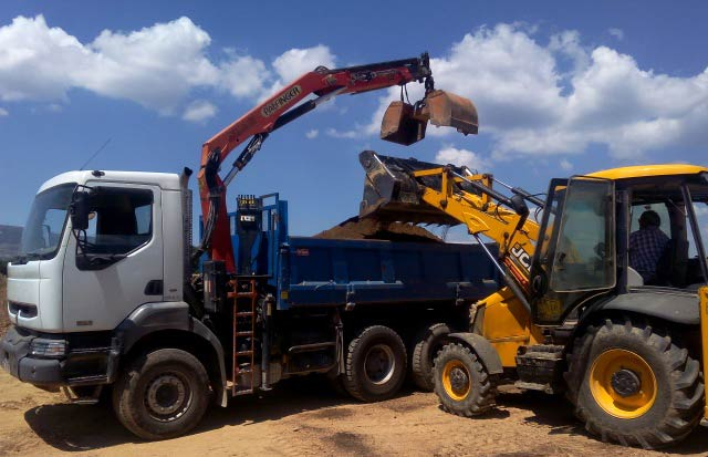 camion grapin pour terre végétale