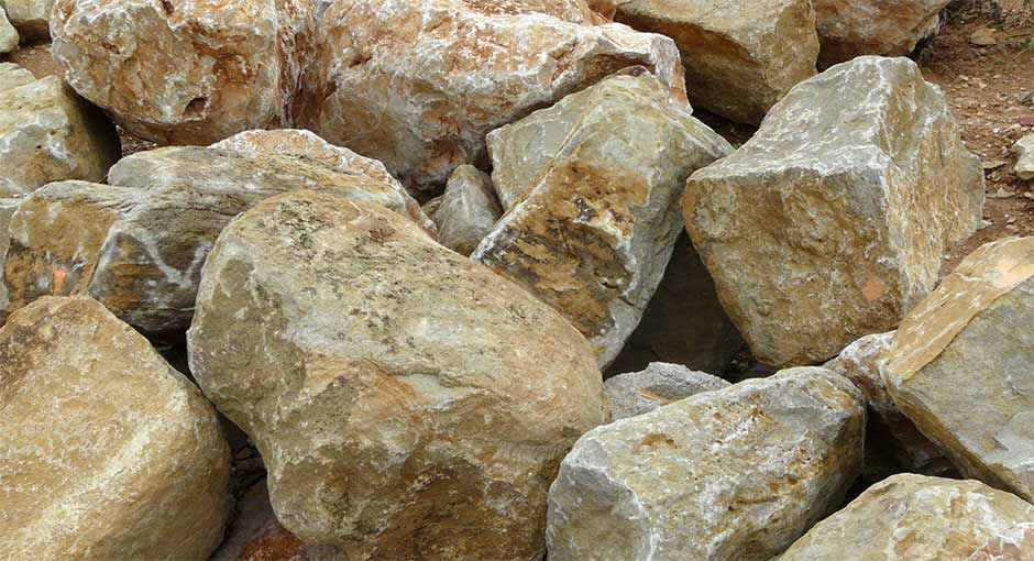 enrochements blocs de pierre calcaire rochers trets. Black Bedroom Furniture Sets. Home Design Ideas