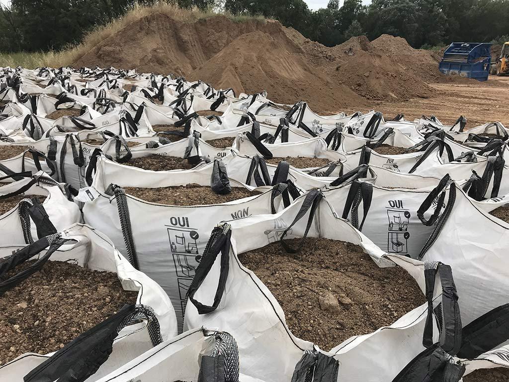 Terre végétale enrichie en big bags