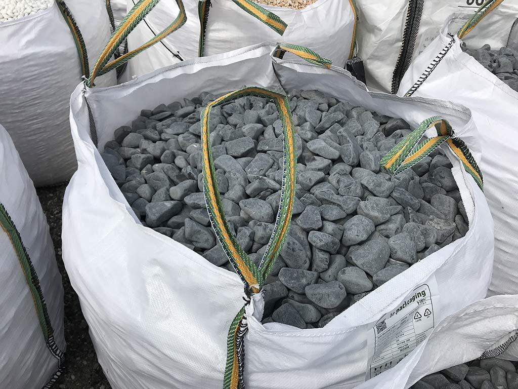 Galets de marbre noir 40/60